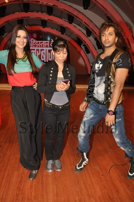 Sonali-Bendre-Terrence-Lewis-and-Mary-Kom-on-the-sets-of-Hindustan-Ke-Hunarbaaz-1